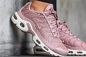 3f87b6914e Nike Air Max Plus Particle Pink – crepsource
