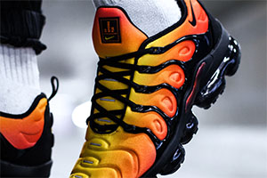 e2889a45378 ... buy nike air vapormax plus orange black fcdd1 a96c7